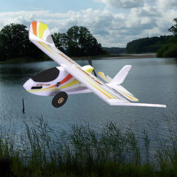 STEP ONE de RC Factory - Avion