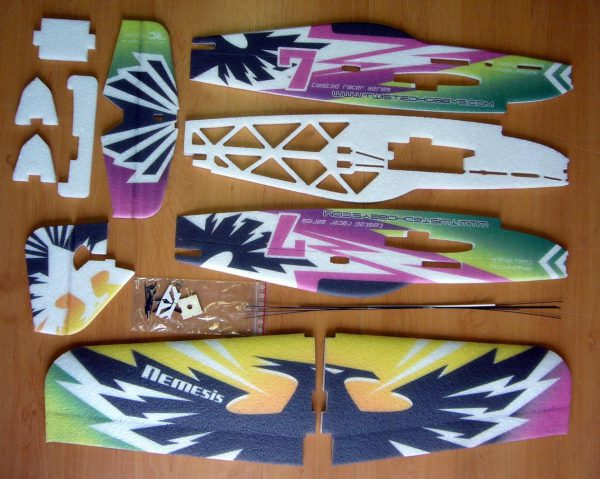 RACER de RC Factory - NEMESIS Purple kit